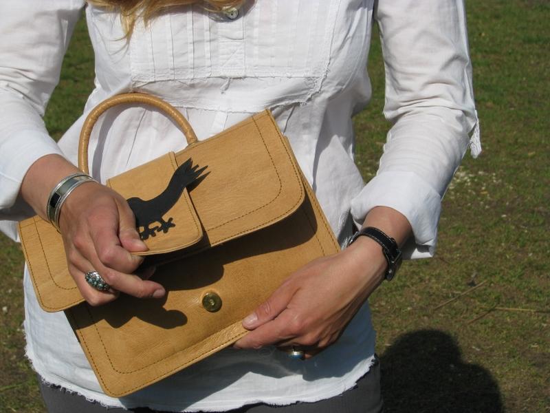 Gundara - Henkeltasche Vogel - kleine Handtasche für den Abend - geöffnet