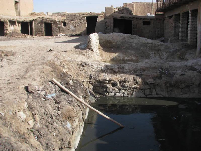 Natürlich gegerbt in Afghanistan: Die Ziegenleder-Häute werden in eine chromfreie Salz-Lauge eingelegt