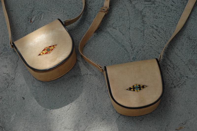 Gundara - Summer Cutie - petit sac artisanal en cuir - broderie