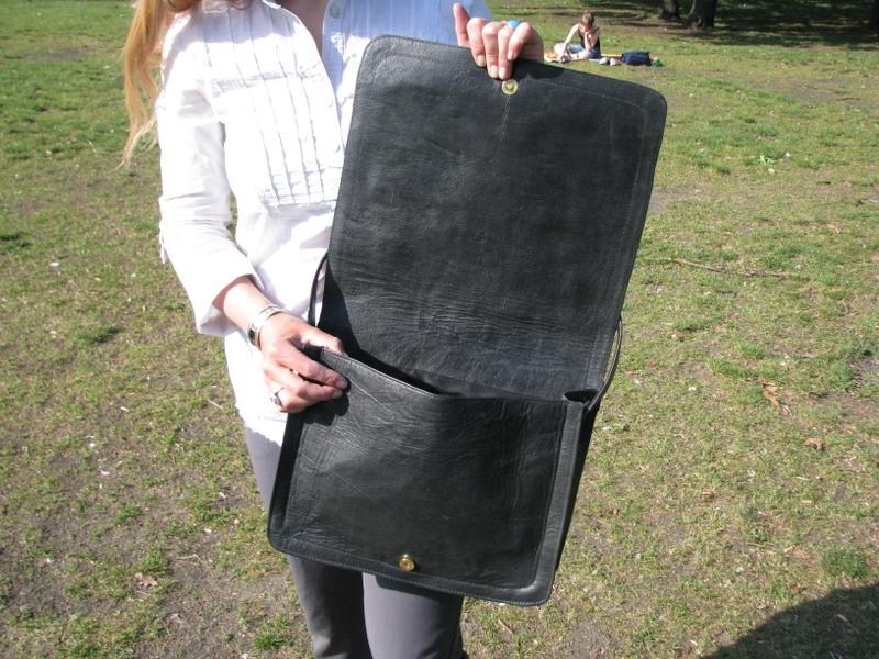 Gundara - Black Kyrgyz - laptop bag - Open