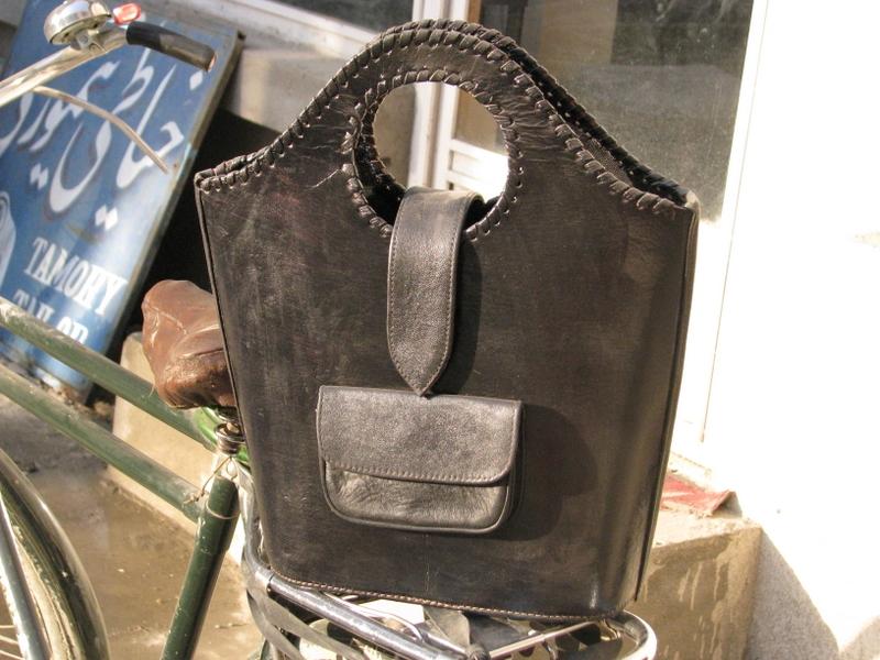 Gundara - Black Shopper