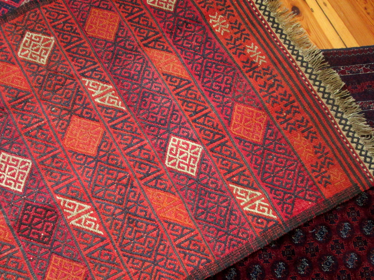 Gundara embroidery detail