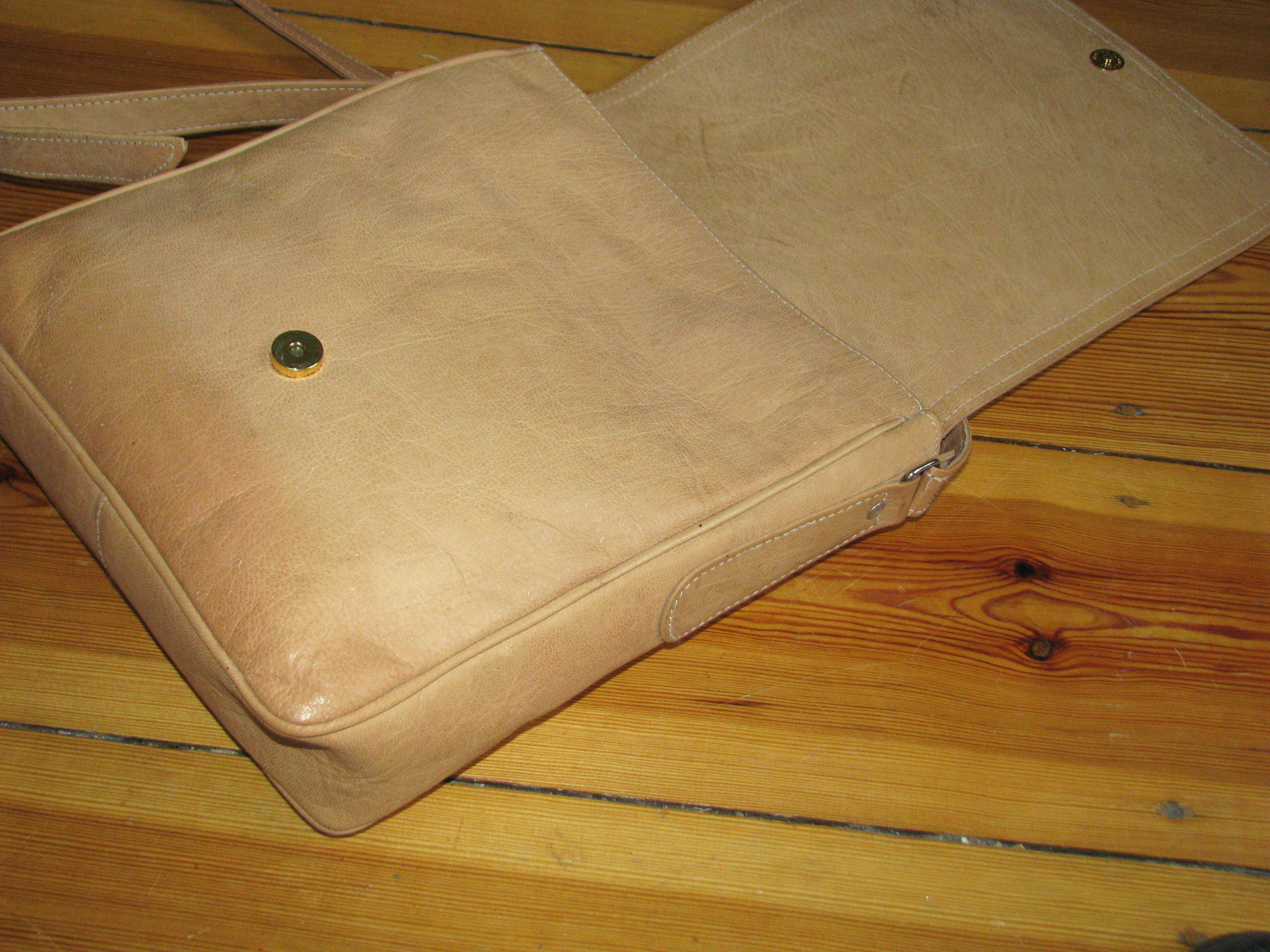 a simple magnet closing bag
