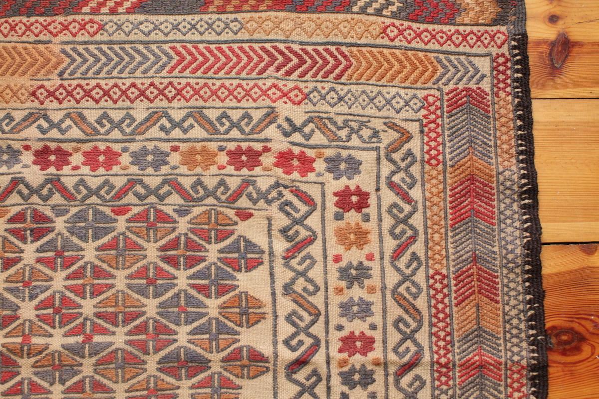 A classical Herati rug - Gundara