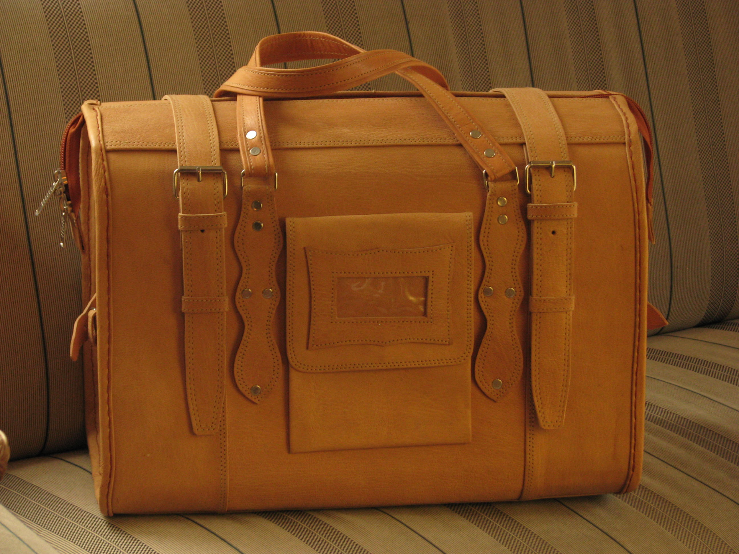 Cabin size travel bag marco polo genuine leather travel for Cabin bag size