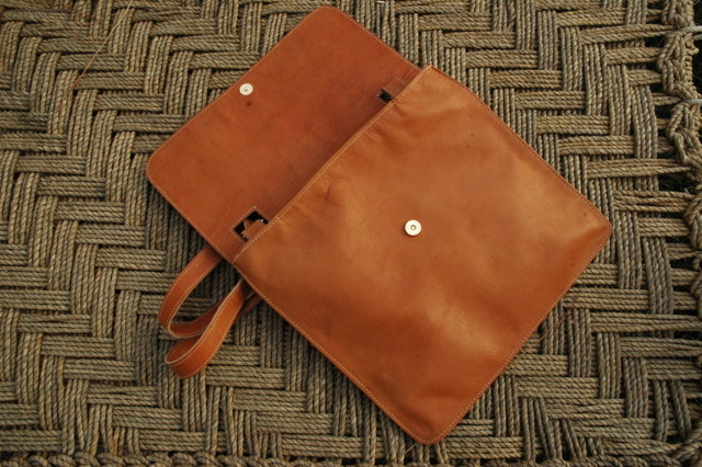 Lorenzo - magnet closing - real leather - shoulder bag - Gundara