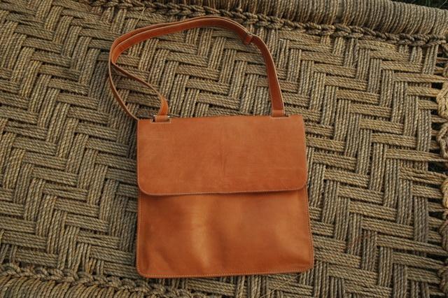 Lorenzo - a pre-tanned leather bag - shoulder bag - unisex - Gundara