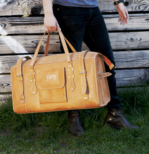 A big natural leather travel bag - Gundara - Photo Ulrika Walmark