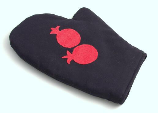 oven glove - handmade in women's cooperative - Tajikistan - embroidered - Gundara