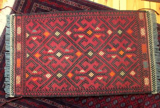 Roter Susani - handgemachter afghanischer Wollläufer - von Frauen aus Afghanistan
