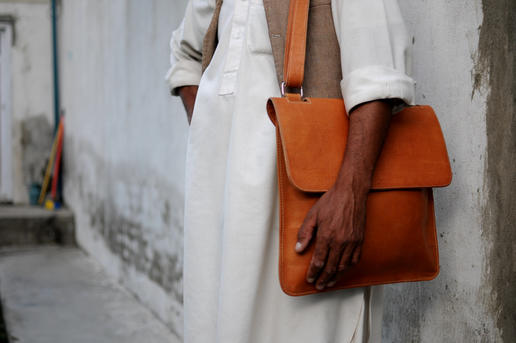 Eine schlichte Ledertasche fürs Laptop - Gundara - unisex - Herren