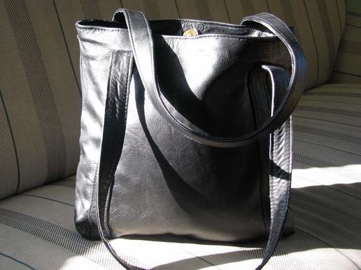 Gundara - Missy Simple in Black - elegant shopping bag - black leather