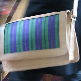 Gundara - Schultertasche Gerahmter Karsai - Naturleder und Stoff