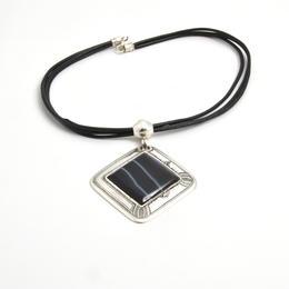 Amulett aus reinem Silber und Onyx