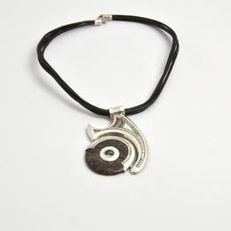 Silber-Amulett mit Onyxpen
