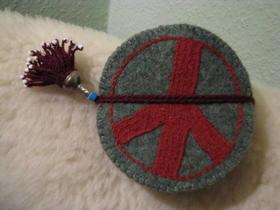 Gundara - Friedensuntersetzer aus Wollfilz - hangemachter Filz - handbestickt