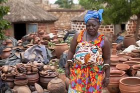 Gundara - Töpferin aus Burkina Faso - Töpferarbeiten - handgemacht - fairer Handel