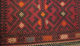 Roter Susani - handgemachter afghanischer Wollläufer - Detailansicht - aus Afghanistan