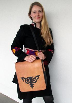 sac en cuir naturel motif tribal