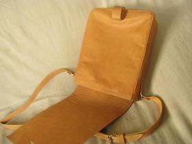 sac ouvert en cuir de chevre