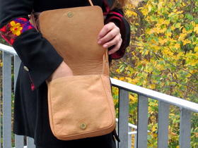 with magnet closing - Gundara - naturall tanned leather - fair trade - Afghanistan