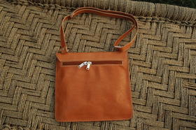 Lorenzo - back side of the bag - real leather - shoulder bag - Gundara