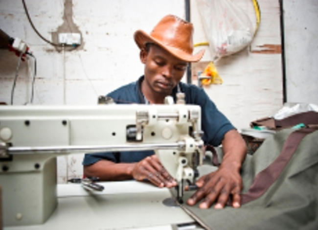 Ledertaschenproduktion in Lusaka, Sambia
