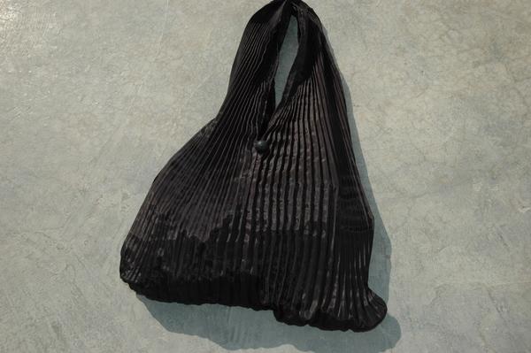 Gundara - Black Burqa Handbag made by Zardozi in Pakistan